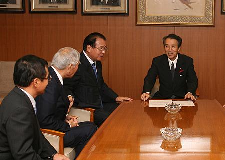 地方六団体代表が福田総理などと会談 ~山本会長が町村の実情を訴える ...
